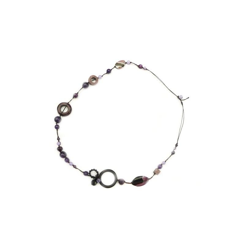 Collier, sautoir, en fil de soie et pierres naturelles violettes