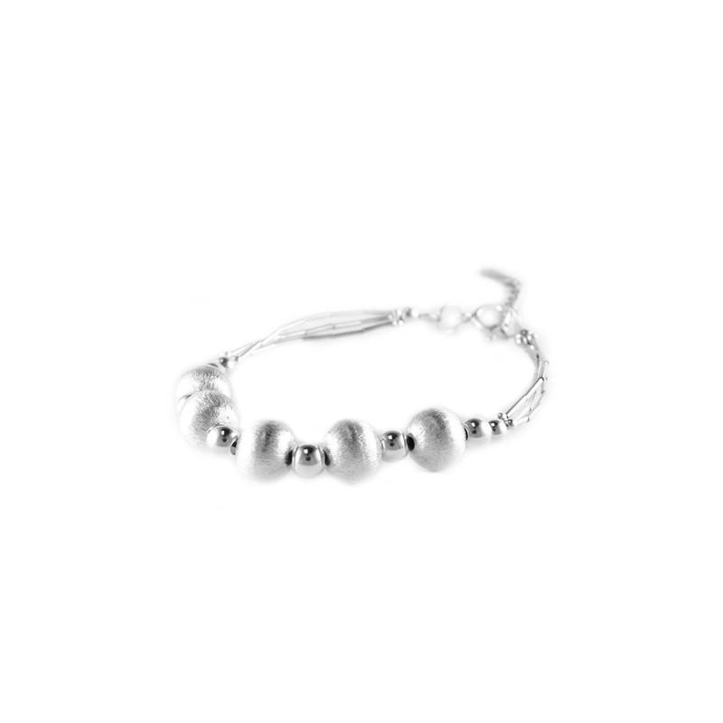 Bracelet en argent avec perles en argent brossé