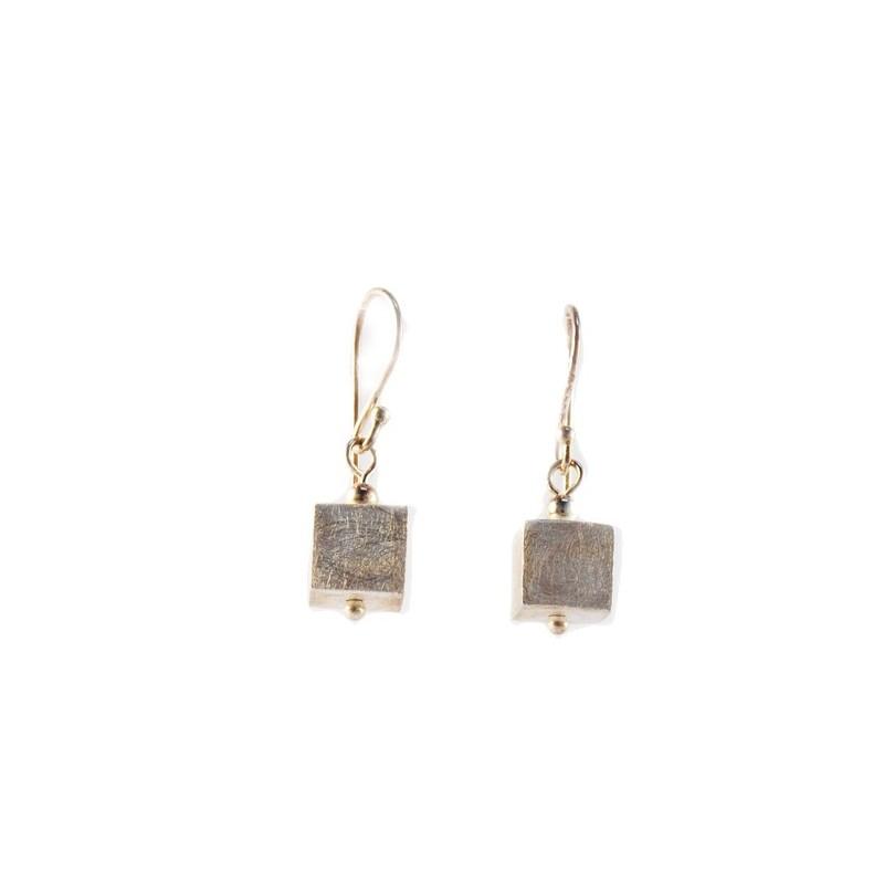 Boucles d'oreilles forme carrée en argent brossé