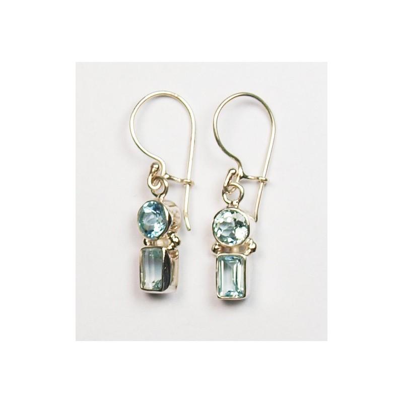 Boucles d'oreilles en argent et topaze bleue