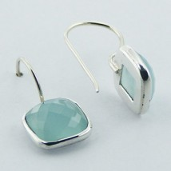 Dormeuses en cristal quartz bleu