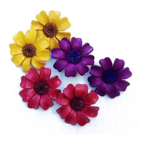 Broche fleur en cuir coloré - Divers coloris