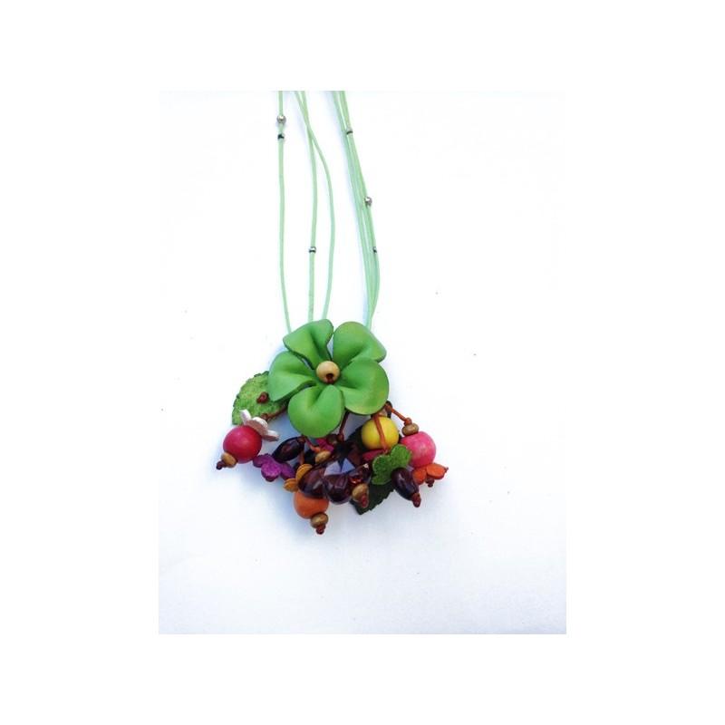 collier court cuir avec fleurs colorées, perles