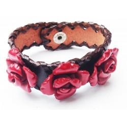 bracelet cuir large avec fleurs rouges