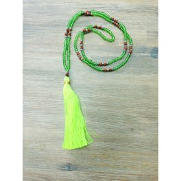Collier long pompon rose fluo