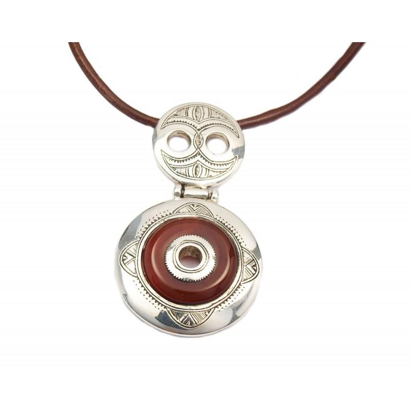 Collier ethnique cuir et médaillon argent