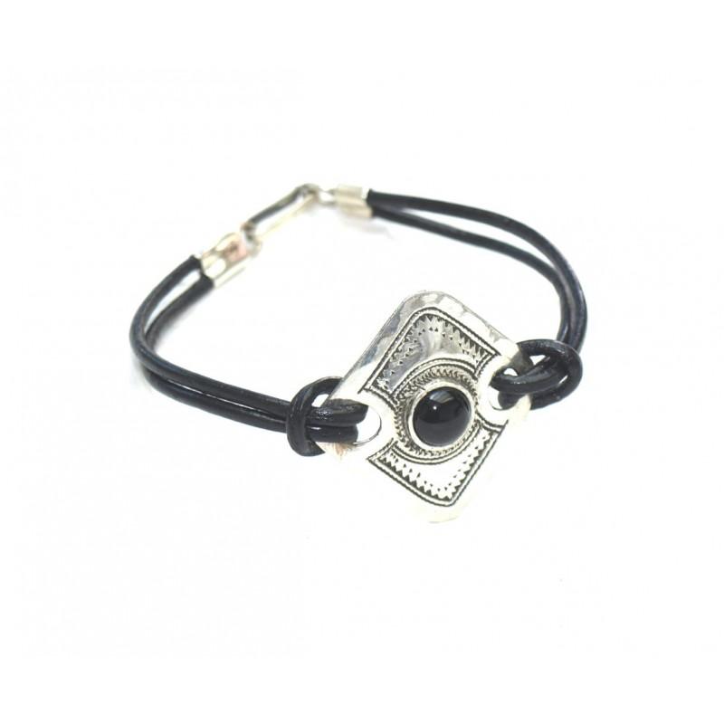 Bracelet cuir et plaque ronde en argent grave