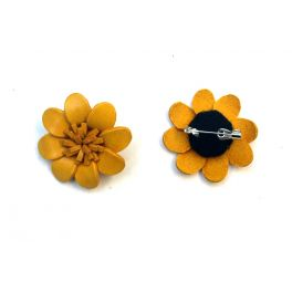 Broche cuir forme marguerite violette