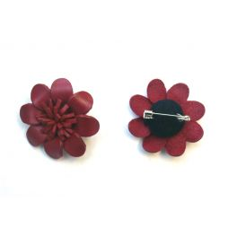 Broche cuir forme marguerite rouge